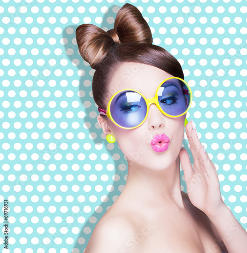 Attractive surprised young woman wearing sunglasses - 69716931