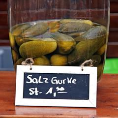 salzgurken verkauf aus dem glas