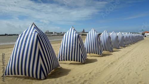Leinwandbild Motiv Tente de plage à Royan – France - Gironde