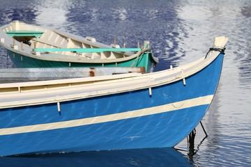 étrave de bateau traditionnel en bois