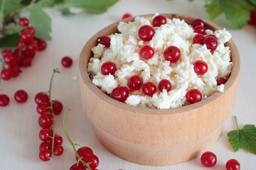 Red currants and cottage cheese