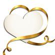 Herzförmige Karte mit goldenem Band