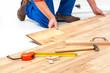 Man laying laminate flooring - 69724531