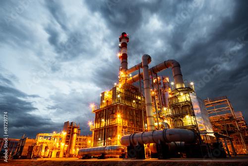 refinery - 69729774