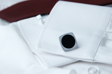A pair of cuff links