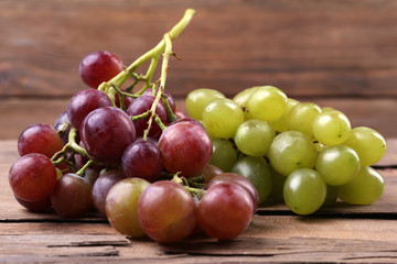 Bunches of different kinds of grapes