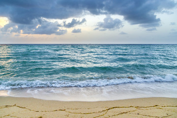 sea waves in Miami witzh cloudy sky