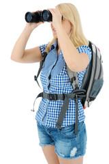 Frau beim Wandern mit Feldstecher