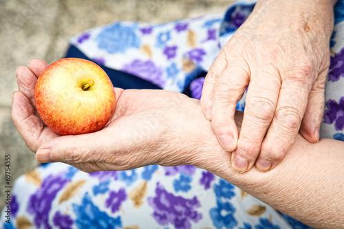 Gesunder Apfel - 69754355