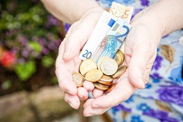 eine Hand voller Geld