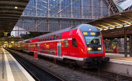 Staande foto Centraal Europa Regional express train in Frankfurt am Main station, Germany
