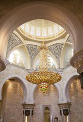 Центральная люстра Белой мечети Абу-Даби. ОАЭ.