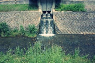 人工的な川