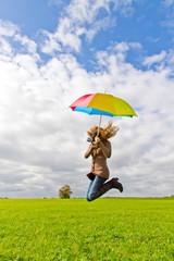 Luftsprung mit Schirm