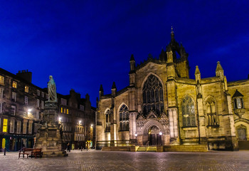 night view of St Giles' Cathedral in Edinburgh