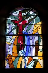 Le vitrail à la croix