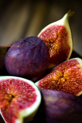 Ripe figs with chocolate cake.