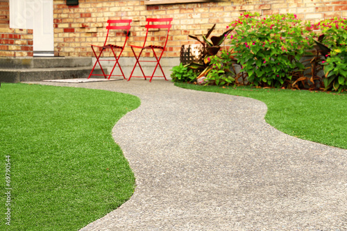 Papiers peints Jardin Way with perfect grass landscaping with artificial grass