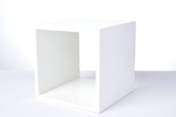 何もない白い箱