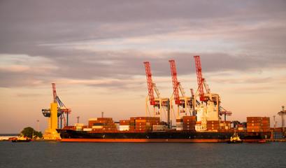Сухогруз в порту