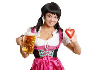 lächelnde schöne Frau mit Bierkrug und Herz - Wiesn
