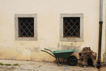 Wheelbarrow in Pesariis