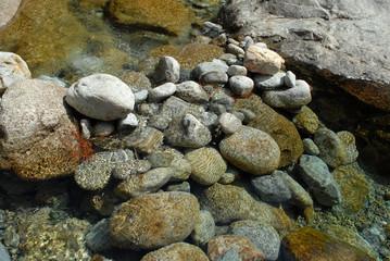 Galets dans le torrent de la Restonica