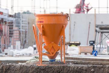 Betonkübel auf der Baustelle