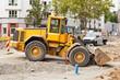 Strassenbauarbeiten und ein grosser gelber Baggerlader