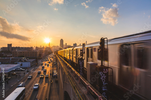 Poster Subway Train in New York at Sunset