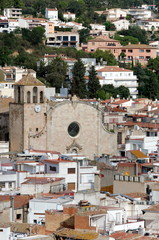 The Parish Church of Sant Vicent surrounded by roofs - Tossa de