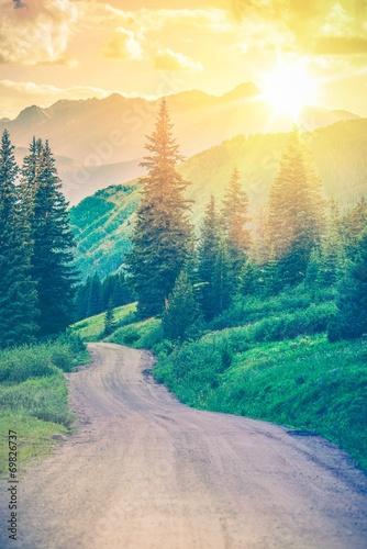 Papiers peints Bleu vert Scenic Mountain Road
