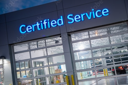Leinwanddruck Bild Certified Car Service