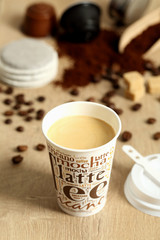 caffe e latte in bicchiere di carta
