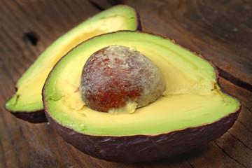 avocado sfondo legno