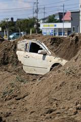 埋もれた自動車