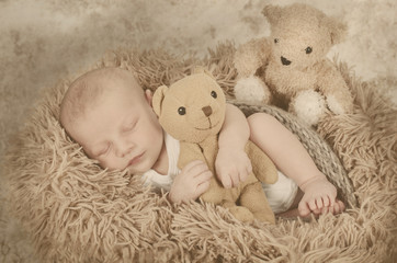 Baby mit Teddys