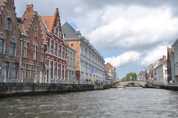 Canal rio y puente de Brujas