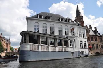 Edificio en canal de Brujas