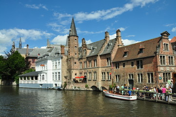 Embarcadero turístico ruta canal Brujas