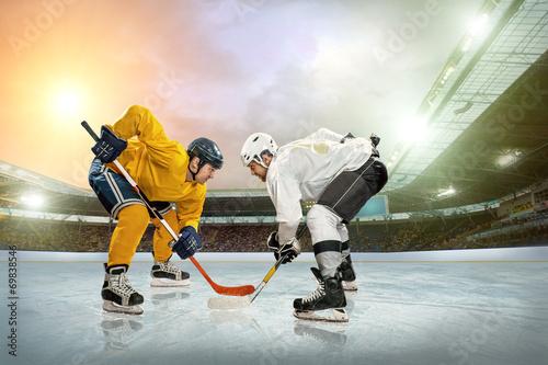 fototapeta na ścianę Hokej na lodzie gracz na lodzie. Otwarta Stadion - Zima Klasyczna gra