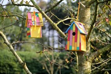 Vogelhaus am Obstbaum