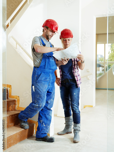 canvas print picture Craftsman and customer in a building lot