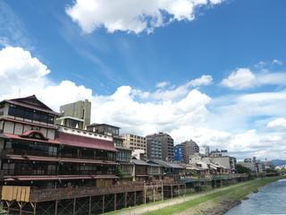 京都 鴨川の納涼床