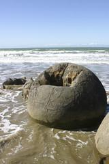 ニュージーランドのモエラキの丸い奇岩