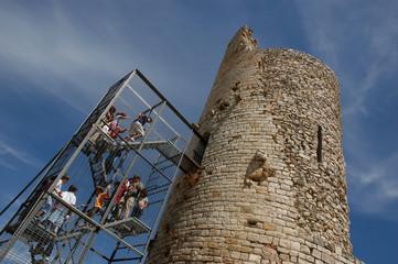 Visitando una torre medieval
