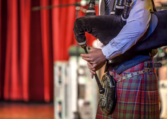 Scottish musicien bagpiper2