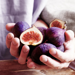 juicy figs in the hands