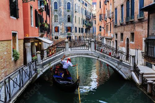 Plagát, Obraz Venice, Italy - Gondolier and historic tenements