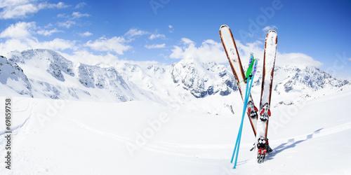 Canvas Wintersporten Skiing , mountains and ski equipments on ski run